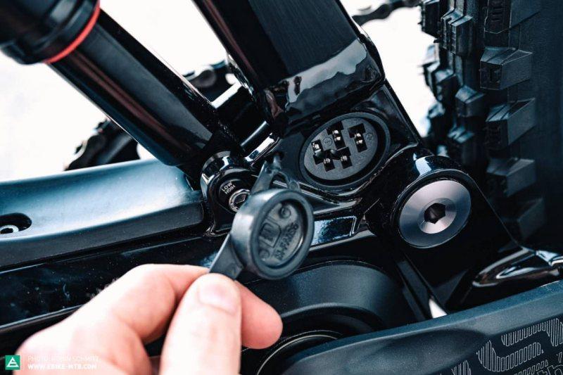 nabijaci konektor